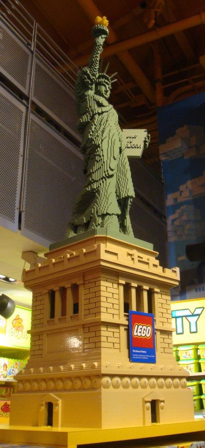 Statue_of_Liberty_made_with_LEGO