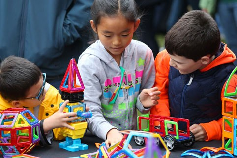 Does your child love technology and science? Attend the FREE Barnes & Nobles Mini Maker Faire at Barnes & Nobles Stores Nationwide on Nov. 5 and 6, 2016.
