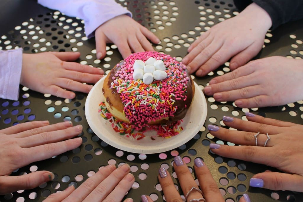 poqetDONUTS in Irvine, California allow you to customize your own donut.