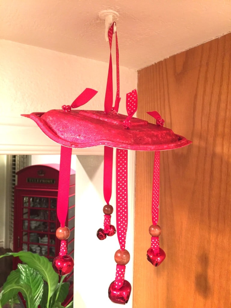 Easy wind chime craft for kids.
