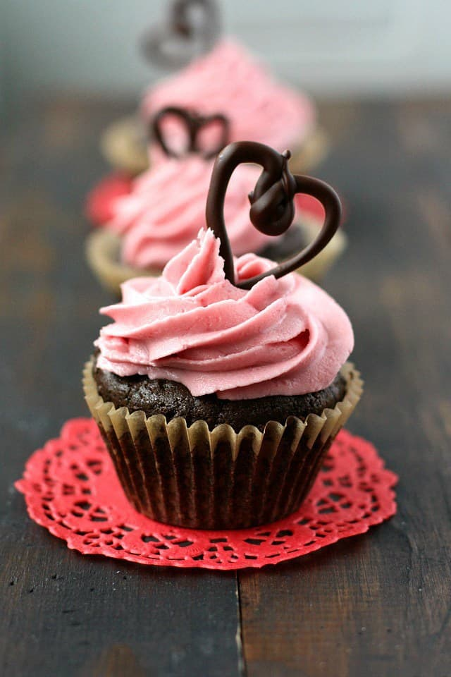 Are you looking for an easy to make Valentine's Day cupcake recipe for a party? It'll be love at first bite with one of these indulgent seal-the-deal Valentine's Day treats. Ideal for classroom and office parties.