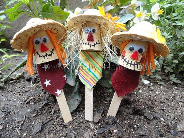 easy scarecrow craft for toddlers