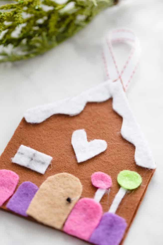 Felt gingerbread craft for kids