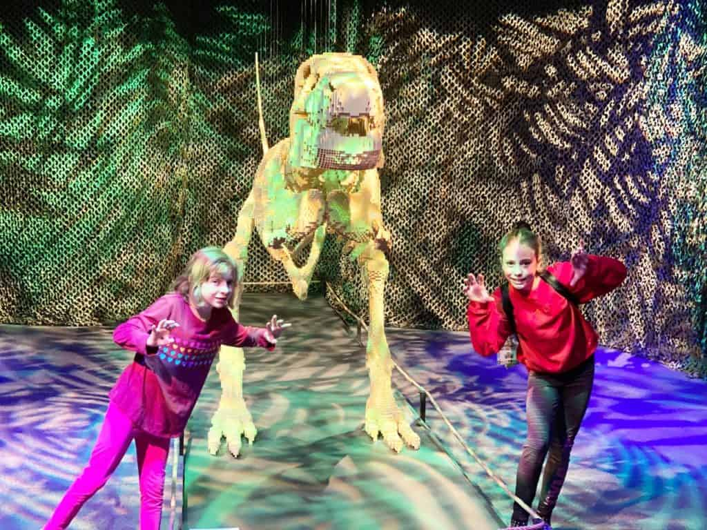Children in front of a dinosaur at the California Science Center